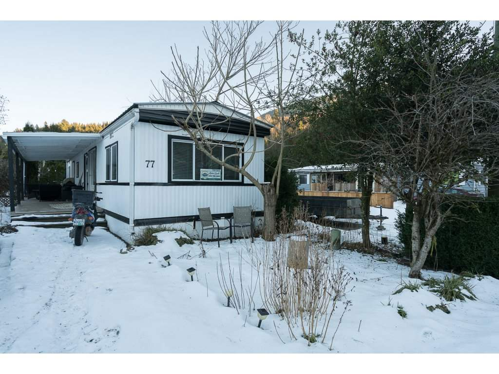 "Main Photo: 77 3942 COLUMBIA VALLEY Road: Cultus Lake Manufactured Home for sale in ""Cultus Lake Village"" : MLS® # R2130008"