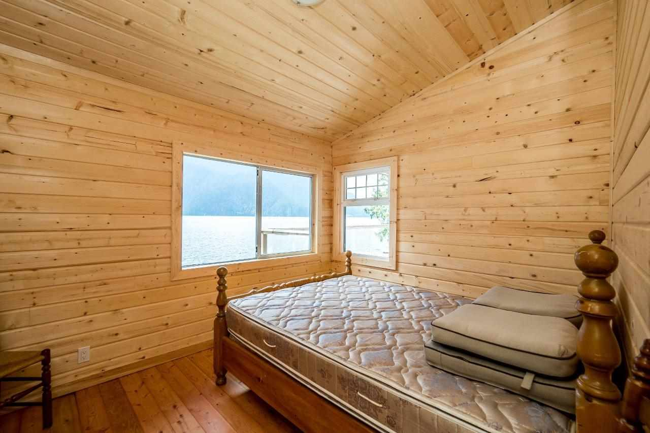 "Photo 7: 29 JOHNSON Bay in North Vancouver: Indian Arm House for sale in ""Johnson Bay"" : MLS(r) # R2160921"