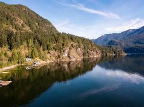 "Photo 4: 29 JOHNSON Bay in North Vancouver: Indian Arm House for sale in ""Johnson Bay"" : MLS(r) # R2160921"