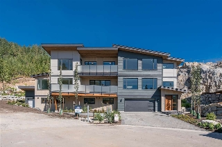 "Main Photo: 3350 DESCARTES Place in Squamish: University Highlands House for sale in ""University Highlands"" : MLS®# R2201391"