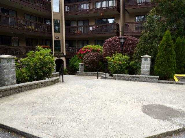 "Main Photo: 318 9847 MANCHESTER Drive in Burnaby: Cariboo Condo for sale in ""BARCLAY WOODS"" (Burnaby North)  : MLS®# V894344"