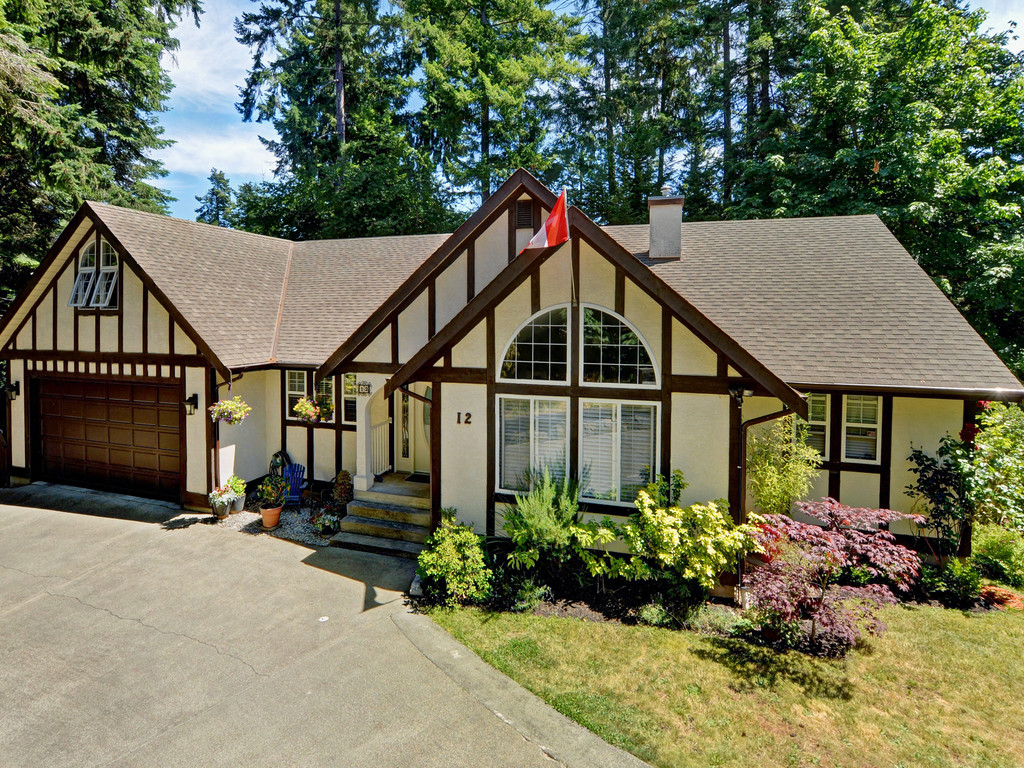 Main Photo: 12 Highbank Road in VICTORIA: VR Six Mile Single Family Detached for sale (View Royal)  : MLS® # 380755
