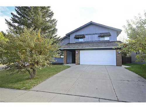 Main Photo: 9404 OAKMOUNT Drive SW in Oakridge Estates: 2 Storey for sale : MLS®# C3587978