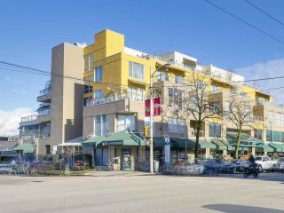 "Main Photo: 301 1978 VINE Street in Vancouver: Kitsilano Condo for sale in ""CAPERS BUILDING"" (Vancouver West)  : MLS® # R2224832"