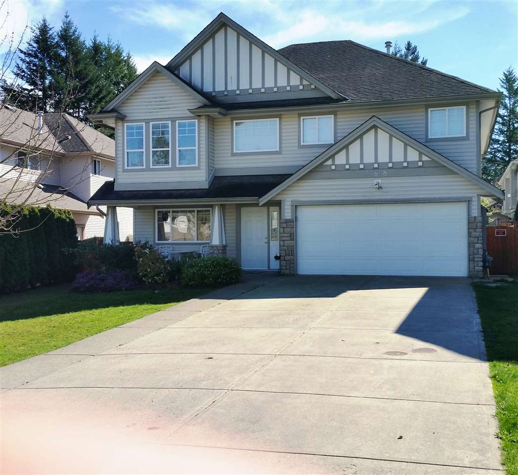 Main Photo: 33858 HOLLISTER PLACE in Mission: Mission BC House for sale : MLS®# R2057887