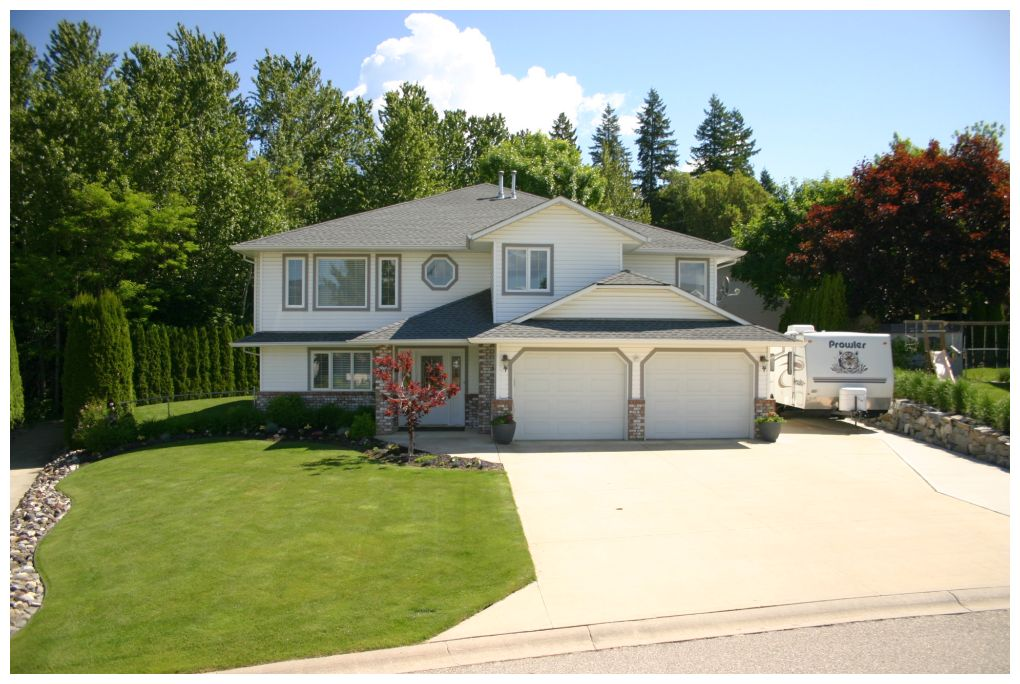 Main Photo: 1891 Northeast 2 Avenue in Salmon Arm: NE Salmon Arm House for sale : MLS®# 10083197