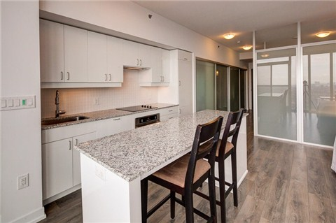 Photo 15: 426 University Ave Unit #4002 in Toronto: University Condo for sale (Toronto C01)  : MLS® # C3186035