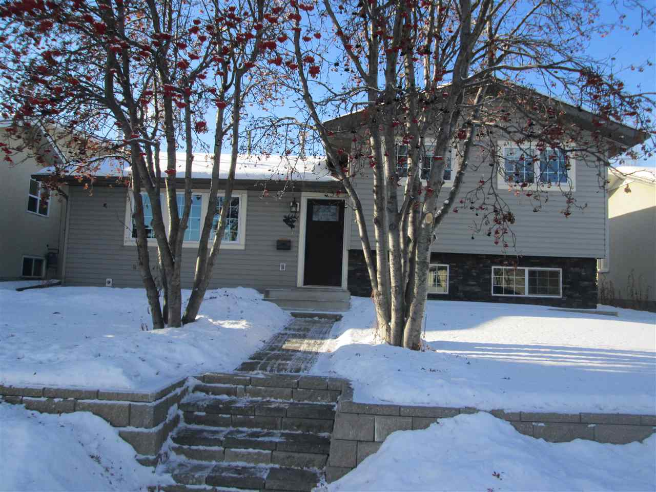FEATURED LISTING: 40 WAPITI Drive Devon