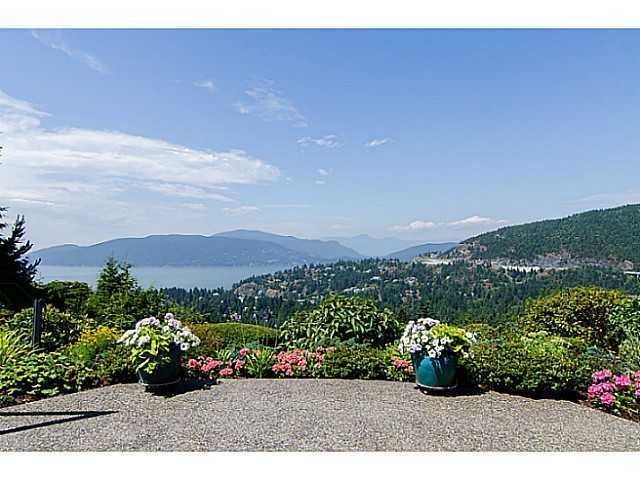 "Main Photo: 5257 ASPEN Crescent in West Vancouver: Upper Caulfeild Townhouse for sale in ""SAHALEE"" : MLS®# V1023681"