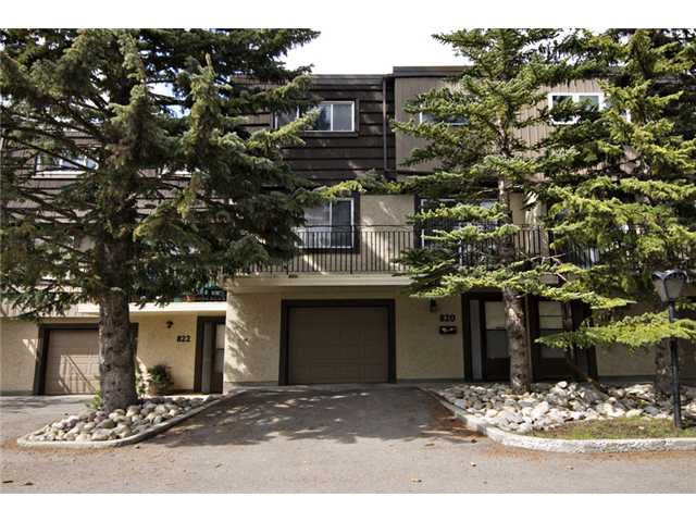 Main Photo: 820 3130 66 Avenue SW in CALGARY: Lakeview Townhouse for sale (Calgary)  : MLS® # C3524505