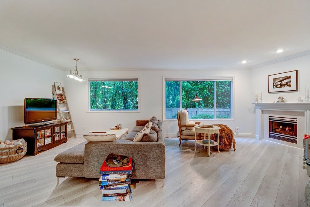 FEATURED LISTING: 1213 PLATEAU Drive North Vancouver