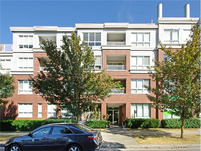"Main Photo: 407 189 ONTARIO Place in Vancouver: Main Condo for sale in ""THE MAYFAIR"" (Vancouver East)  : MLS®# V983249"