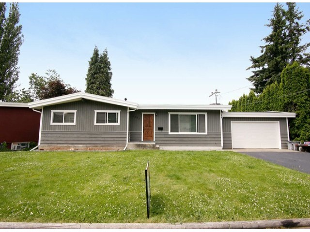 Main Photo: 2285 Bakerview Street in Abbotsford: Central Abbotsford House for rent