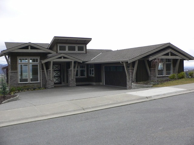 Main Photo: Upper 36442 Estevan in Abbotsford: Abbotsford East House for rent
