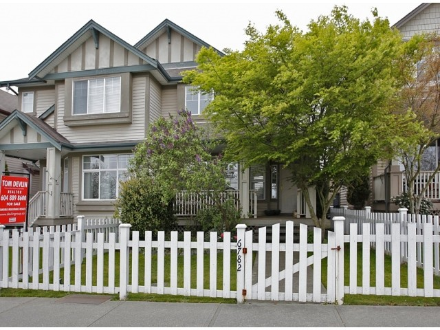 Main Photo: 6782 184 ST in Surrey: Cloverdale BC Condo for sale (Cloverdale)  : MLS® # F1437189