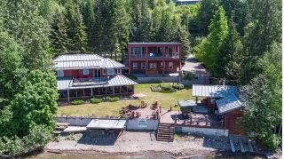 Main Photo: 6017 Eagle Bay Road in Eagle Bay: House for sale : MLS®# 10159590