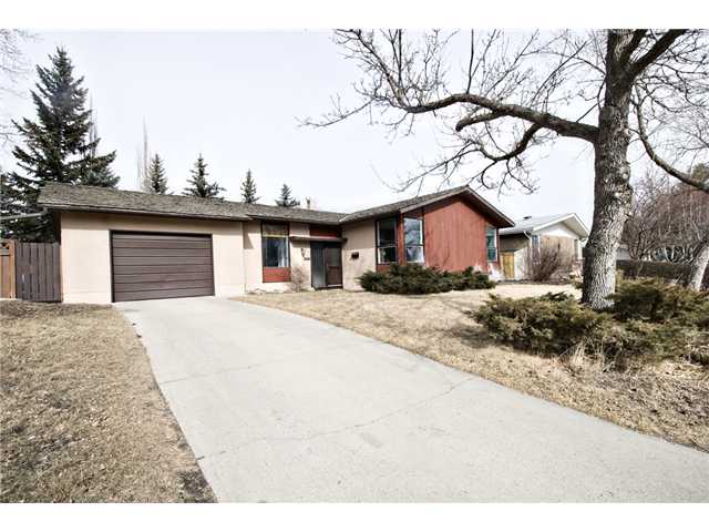 Main Photo: 2848 63 Avenue SW in CALGARY: Lakeview Residential Detached Single Family for sale (Calgary)  : MLS® # C3513102