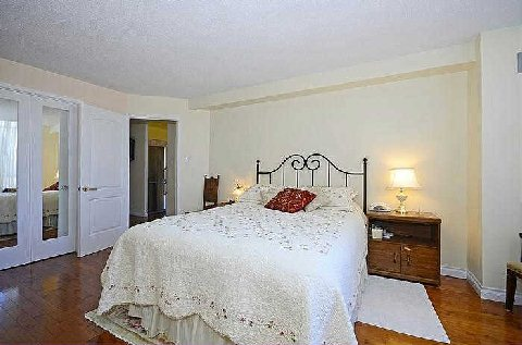 Photo 8: 25 Maitland St Unit #1804 in Toronto: Church-Yonge Corridor Condo for sale (Toronto C08)  : MLS® # C3014610
