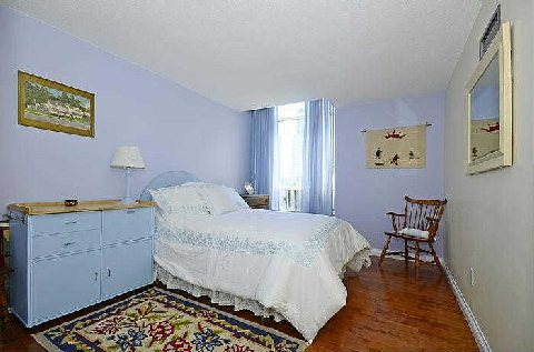 Photo 9: 25 Maitland St Unit #1804 in Toronto: Church-Yonge Corridor Condo for sale (Toronto C08)  : MLS® # C3014610