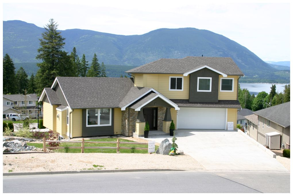 Main Photo: 861 Southeast 12 Street in Salmon Arm: Laurel Estates House for sale : MLS® # 10075945