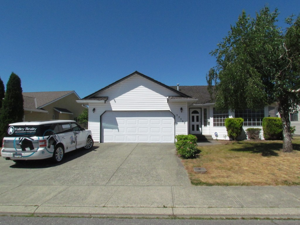 Main Photo: 32303 Nakusp Drive in Abbotsford: House for rent