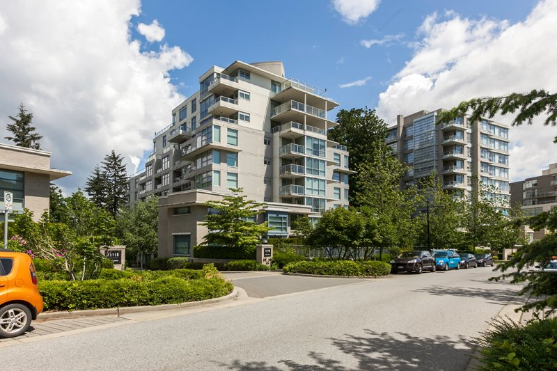 Main Photo: 402 9262 UNIVERSITY CRESCENT in Burnaby: Simon Fraser Univer. Condo for sale (Burnaby North)  : MLS® # R2073171
