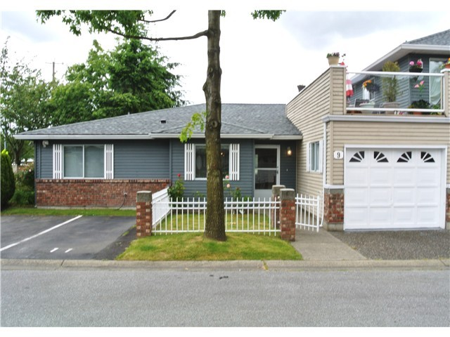"Main Photo: 9 6280 48A Avenue in Ladner: Holly Townhouse for sale in ""GARDEN ESTATES"" : MLS® # V999073"