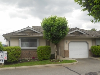 "Main Photo: 40 2023 WINFIELD Drive in Abbotsford: Abbotsford East Townhouse for sale in ""MEADOWVIEW"" : MLS® # F1312180"