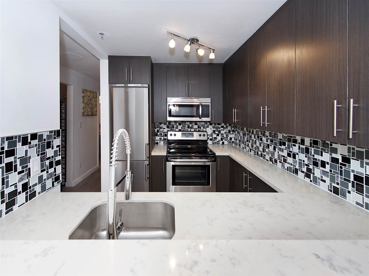 Photo 9: 207 1465 COMOX STREET in Vancouver: West End VW Condo for sale (Vancouver West)  : MLS(r) # R2024122