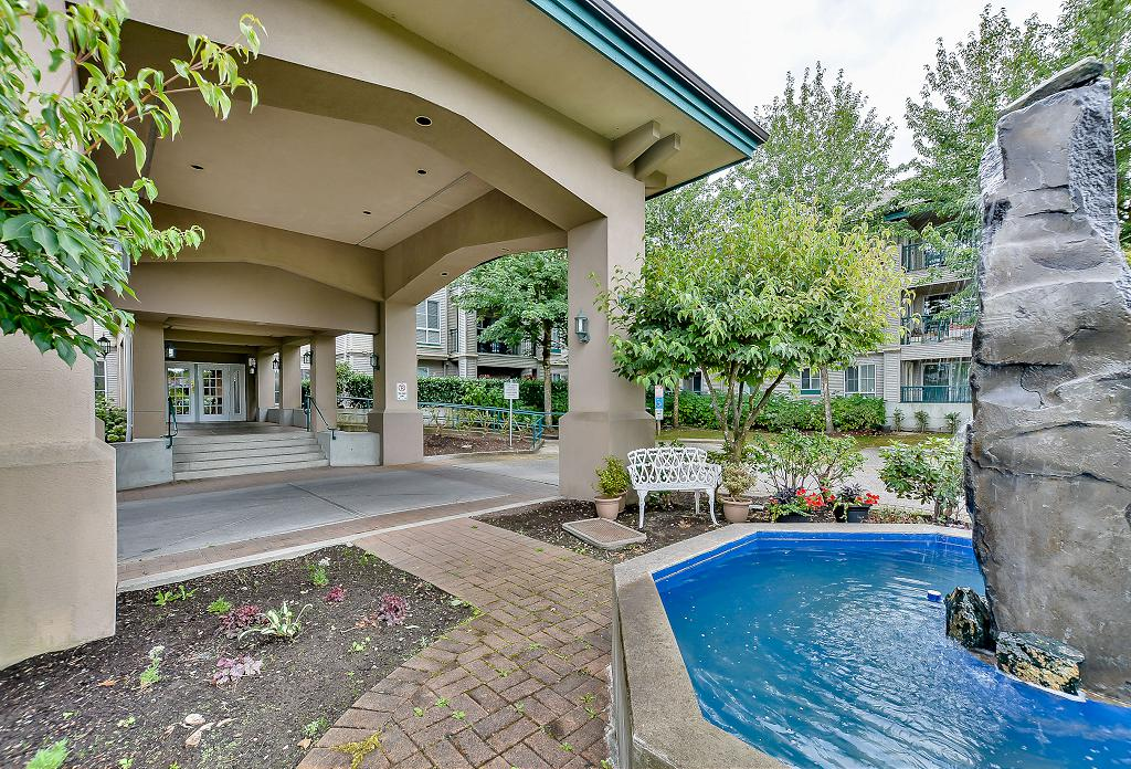 Photo 4: 19528 Fraser Highway in Surrey: Cloverdale Condo for sale : MLS® # R2098502