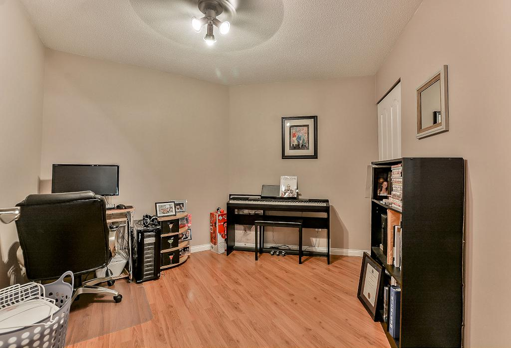 Photo 10: 19528 Fraser Highway in Surrey: Cloverdale Condo for sale : MLS® # R2098502