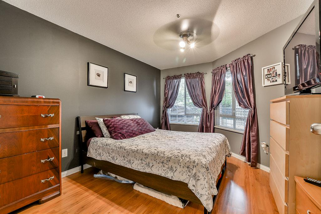 Photo 14: 19528 Fraser Highway in Surrey: Cloverdale Condo for sale : MLS® # R2098502