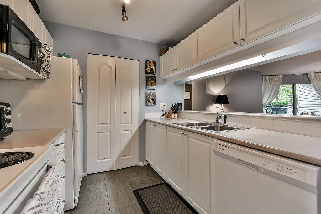 Photo 12: 19528 Fraser Highway in Surrey: Cloverdale Condo for sale : MLS® # R2098502