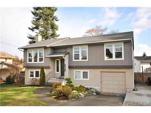 Main Photo: 7681 Wallace Drive in SAANICHTON: CS Saanichton Residential for sale (Central Saanich)  : MLS®# 334704
