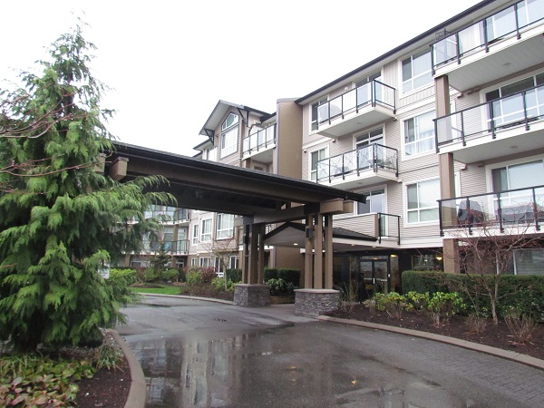 Main Photo: 116 32729 Garibaldi Drive in Abbotsford: Abbotsford Central Condo for rent