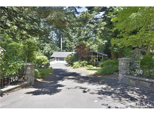 Main Photo: 760 Piedmont Drive in VICTORIA: SE Cordova Bay Single Family Detached for sale (Saanich East)  : MLS® # 339692