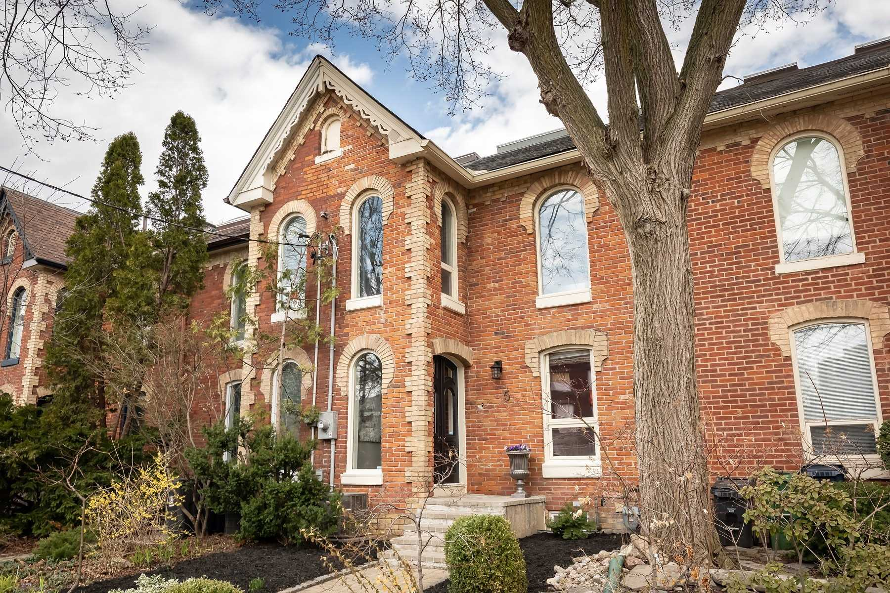 FEATURED LISTING: 5 Rose Avenue Toronto