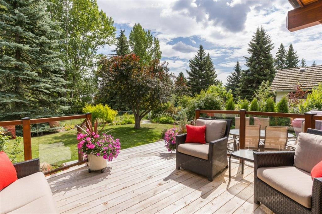 FEATURED LISTING: 6918 LEASIDE Drive Southwest Calgary