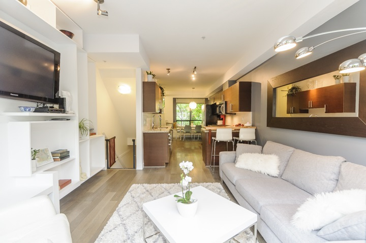 Main Photo: 116 1859 STAINSBURY AVENUE in Vancouver: Victoria VE Townhouse for sale (Vancouver East)  : MLS®# R2112169