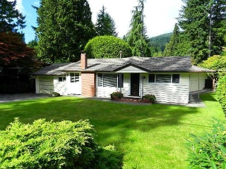 Main Photo: 546 E OSBORNE RD in North Vancouver: Upper Lonsdale House for sale : MLS® # V1087613