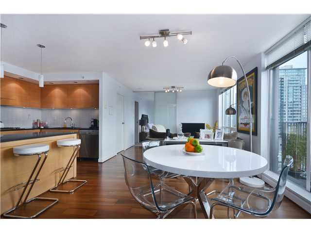"Main Photo: 1104 1055 HOMER Street in Vancouver: Yaletown Condo for sale in ""DOMUS"" (Vancouver West)  : MLS® # V996677"