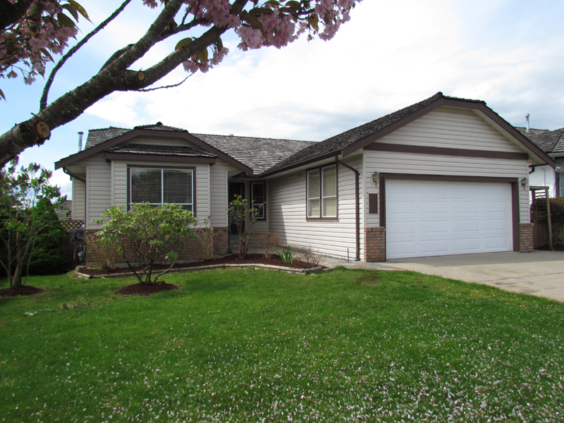 Main Photo: 2909 Southern Crescent in Abbotsford: Abbotsford West House for rent