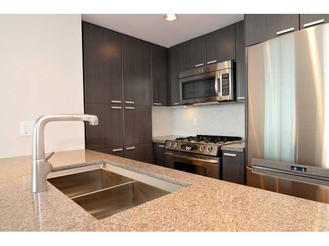Main Photo: 803 2200 DOUGLAS Road in Burnaby: Willingdon Heights Condo for sale (Burnaby North)  : MLS® # V926483