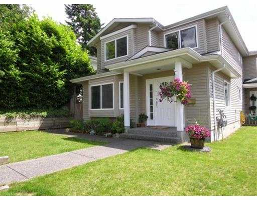 Main Photo: 235 W 19TH ST in North Vancouver: Central Lonsdale House 1/2 Duplex for sale : MLS®# V544538
