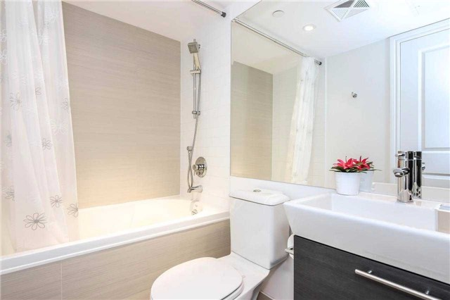 Photo 19: 386 Yonge St Unit #5711 in Toronto: Bay Street Corridor Condo for sale (Toronto C01)  : MLS® # C3611063