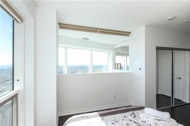 Photo 20: 386 Yonge St Unit #5711 in Toronto: Bay Street Corridor Condo for sale (Toronto C01)  : MLS® # C3611063
