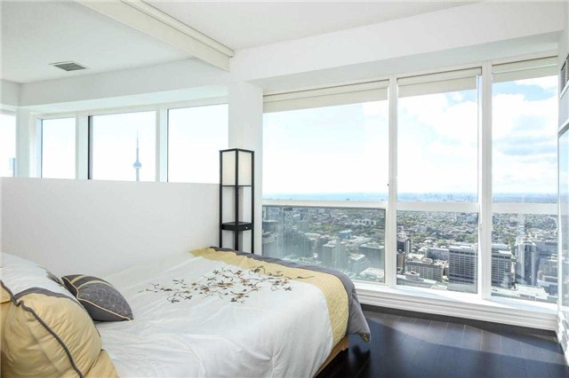 Photo 4: 386 Yonge St Unit #5711 in Toronto: Bay Street Corridor Condo for sale (Toronto C01)  : MLS® # C3611063