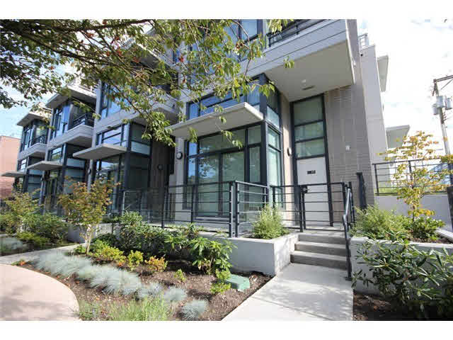 Main Photo: 408 E 11 Avenue in Vancouver: Mount Pleasant VE Townhouse for sale (Vancouver East)  : MLS® # R2027635