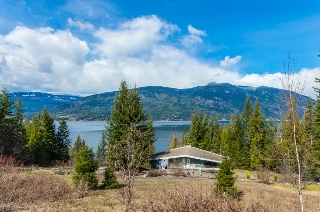 Main Photo: 5524 Eagle Bay Road in Eagle Bay: House for sale : MLS® # 10132682