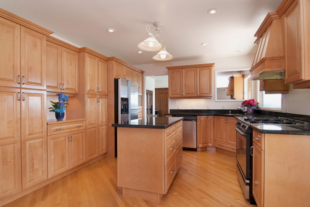 Photo 4: 1141 KILMER RD in North Vancouver: Lynn Valley House for sale : MLS(r) # V1009360
